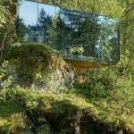 Dom ze szklaną ścianą