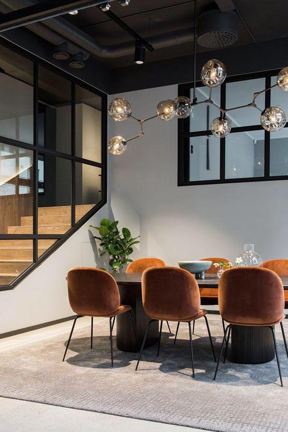 krzesła pomarańczowy koniak