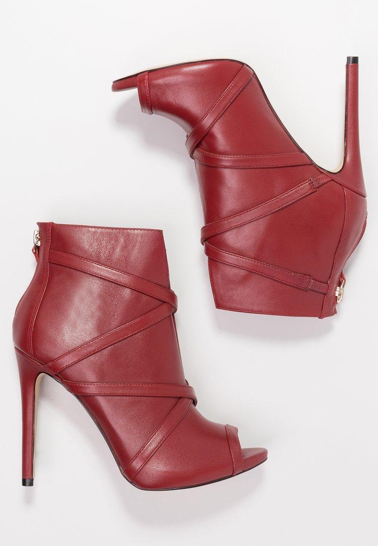 Oryginalne i stylowe buty na każdą okazję Porządnie o